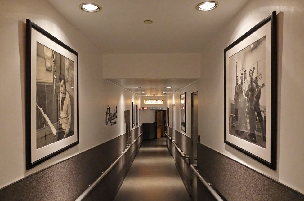 Capitol-Hallway