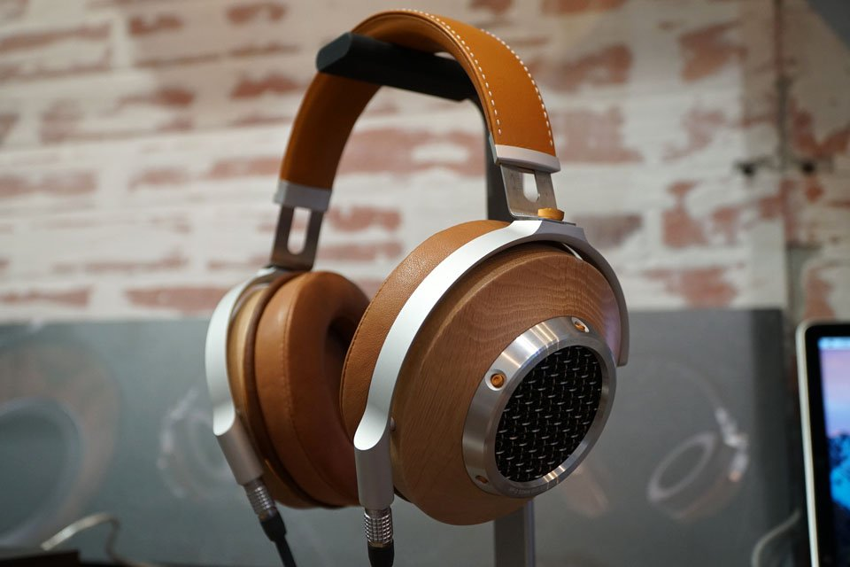 Klipsch Teases Heritage Series HP-3 Over-Ear Headphones and USB DAC/Amp at CES 2017