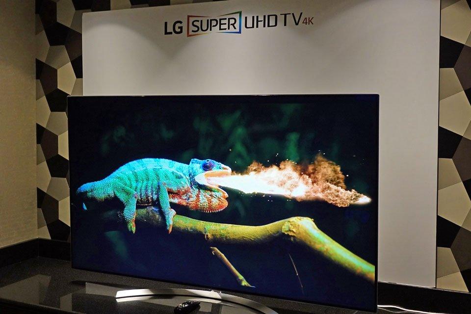 LG Super UHD LCD TVs at CES 2017