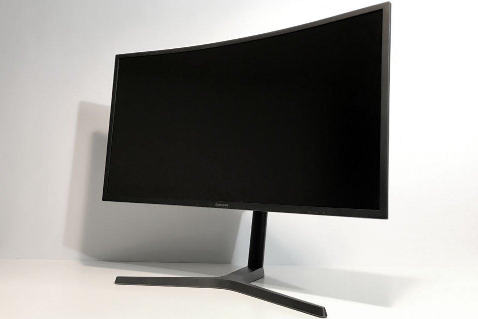 Samsung CHG70 QLED Monitor