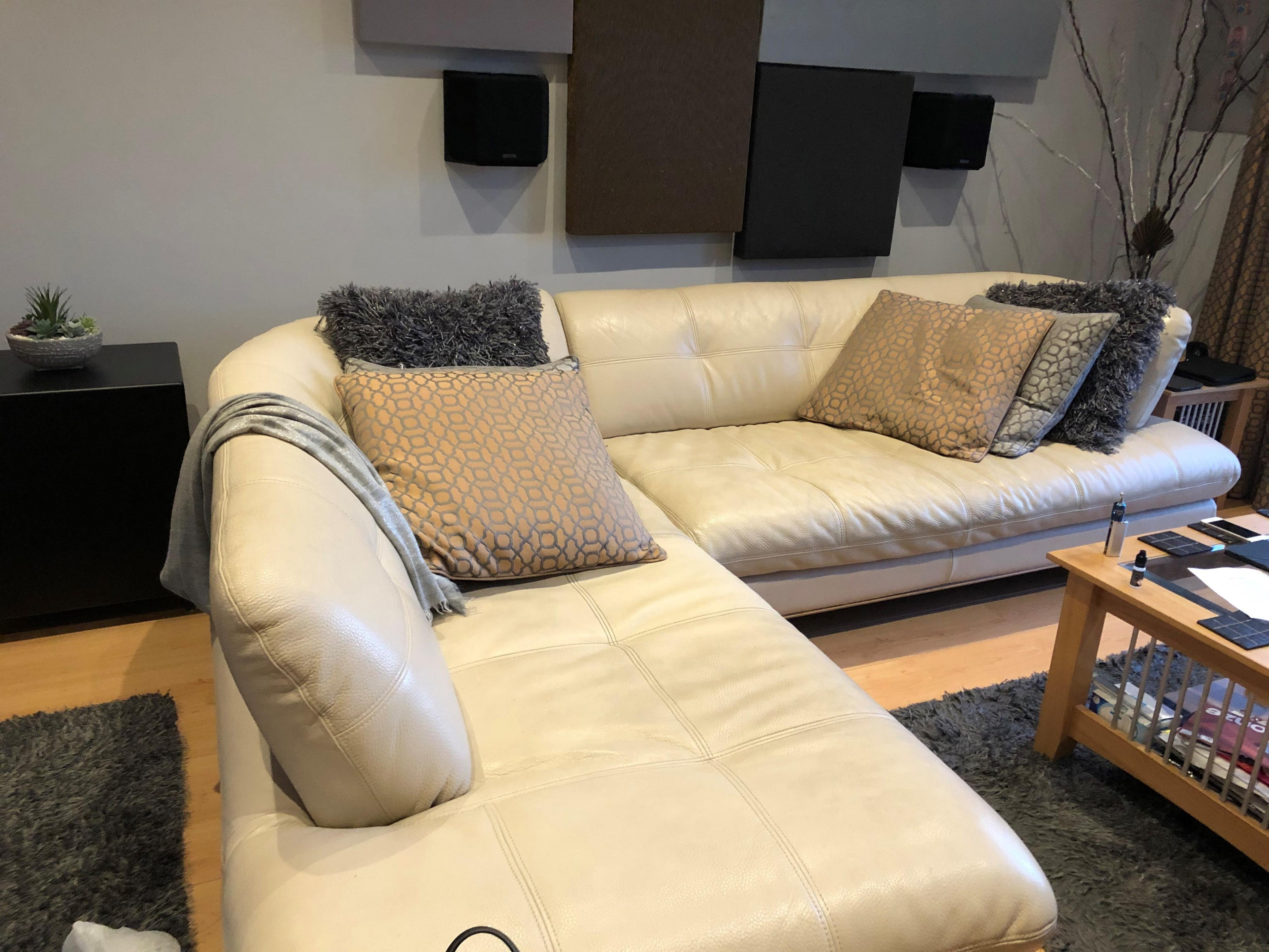 Click image for larger version  Name:Sofa Pic.jpg Views:34 Size:1.03 MB ID:2672780