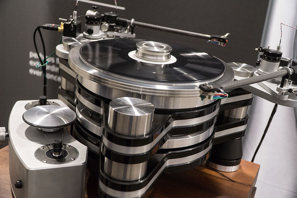 VPI Titan Tuntable with Aurora Preamp and KEF Muon MKII at TAVES