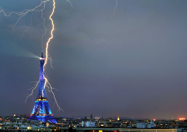 4/4e/4eda6f59_001CATERS-EIFFEL-TOWER-LIGHTNING-01_211914.jpeg