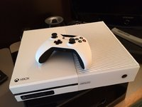 8/85/85274dd2_1385020595-white-xbox-one.jpeg