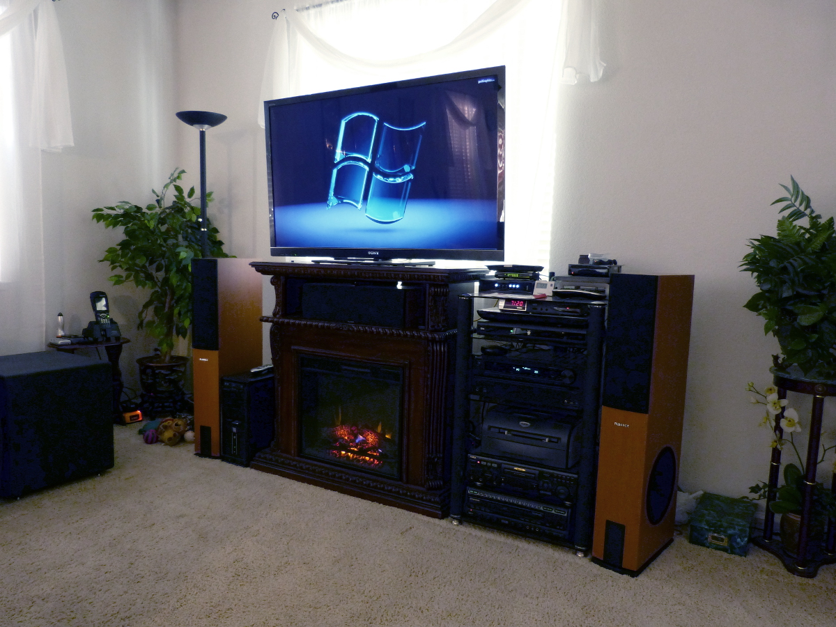 7/72/72f10177_HomeTheater.jpeg