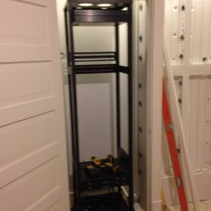 test_fitting_rack_with_door_casing_installed