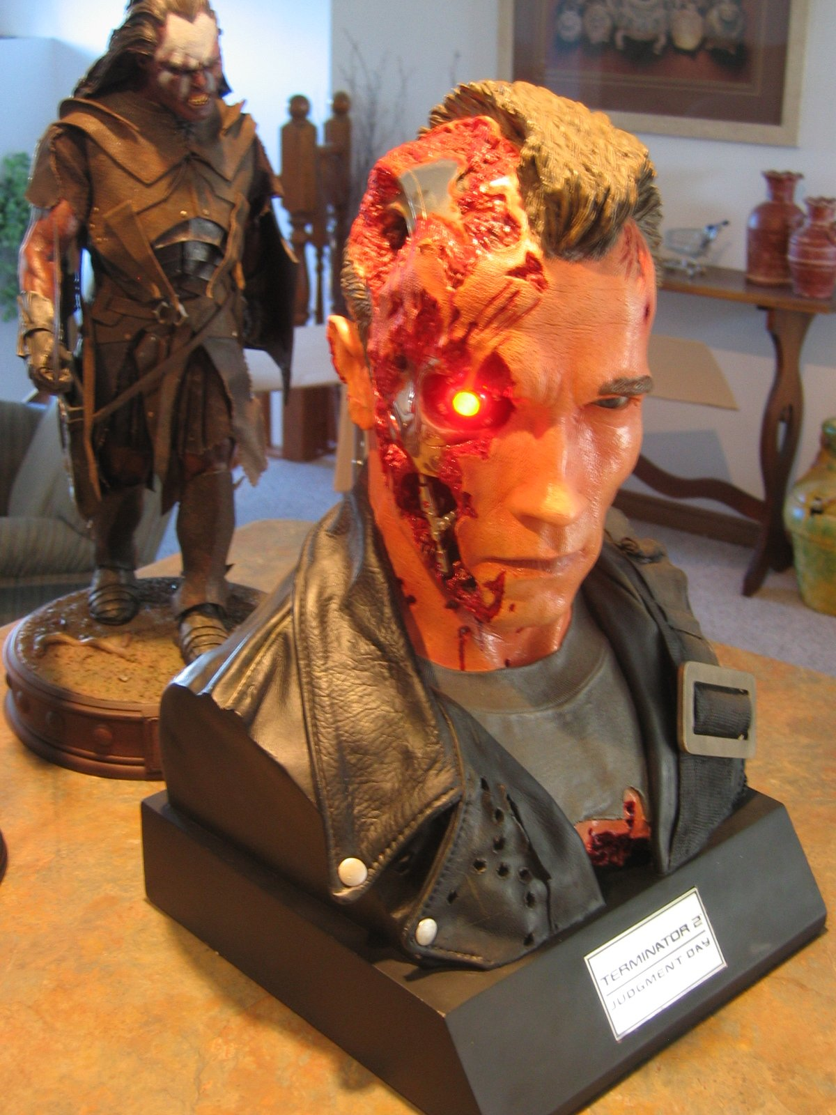 Lifesize bust of T2 Arnold battle damaged. Lurtz premium format in the background.